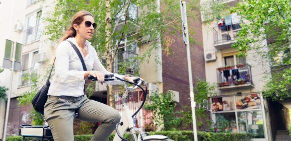 Met een elektrische fiets naar je werk; de gezondheidsvoordelen!